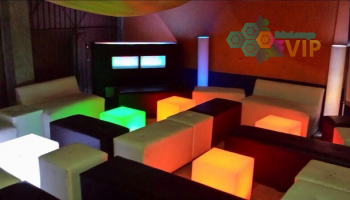 Sala Lounge con Cubos Led