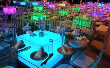 salas tiffany y mesas para banquetes